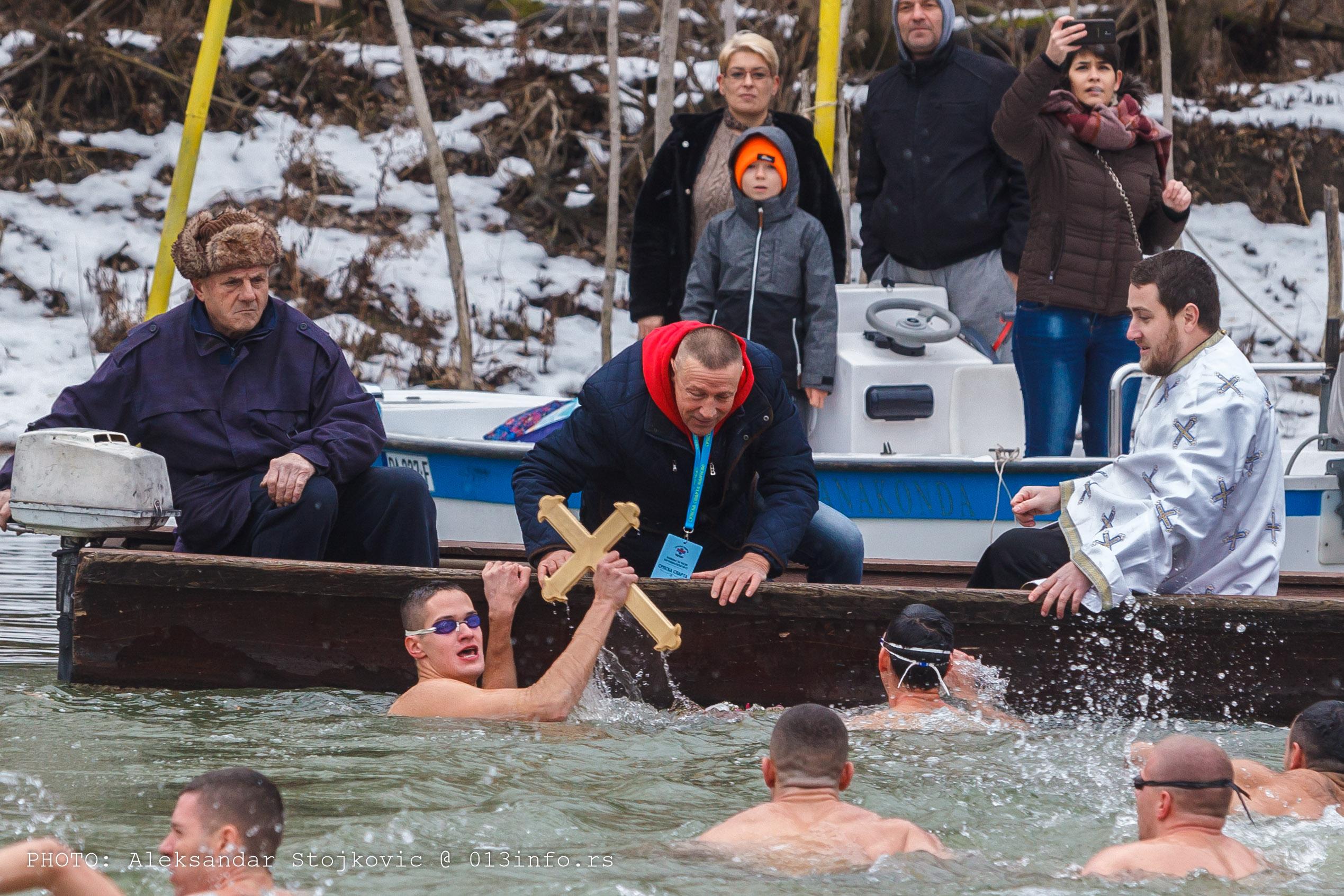 Plivanje za časni krst, Pančevo, Bogojavljenje