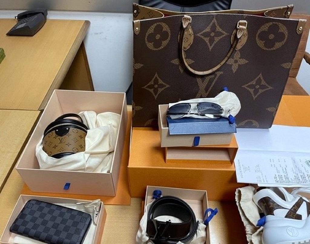 U poršeu firmirana roba vredna skoro 20.000 evra