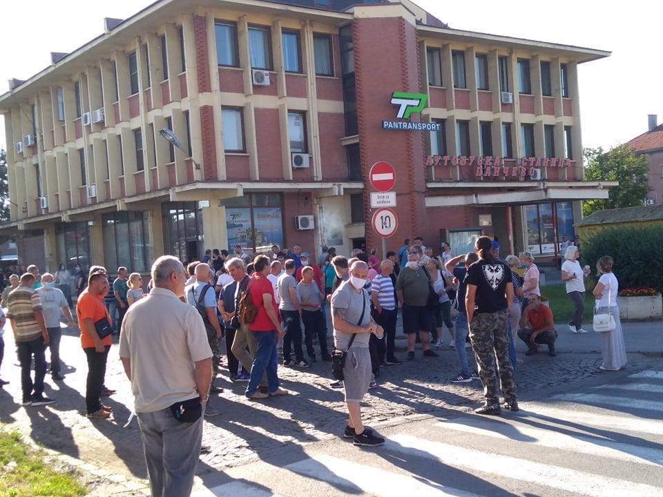 Nezadovoljni radnici ATP-a blokirali autobusku stanicu