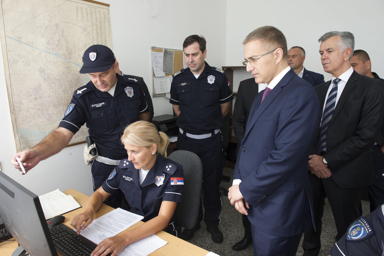 Stefanović sa policajcima