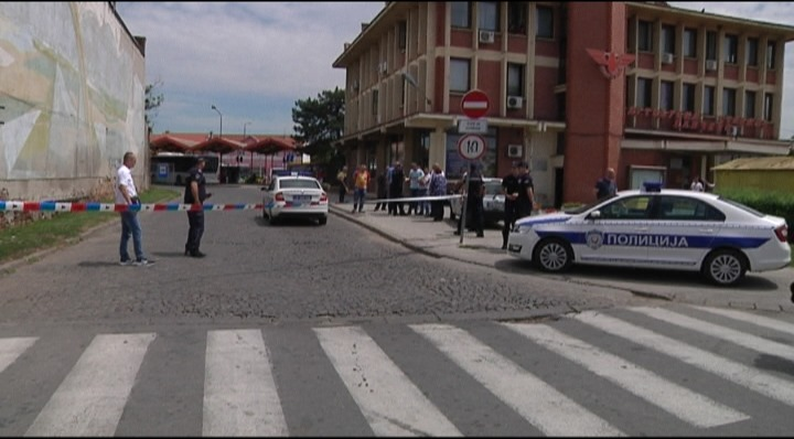 Policija kod Autobuske stanice Pančevo
