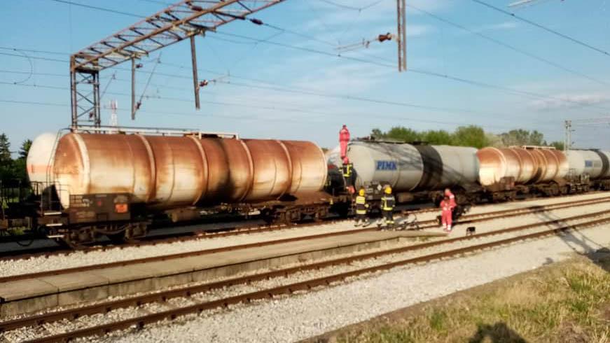 Vatrogasci i Hitna pomoć intervenišu na stanici Pančevo Varoš