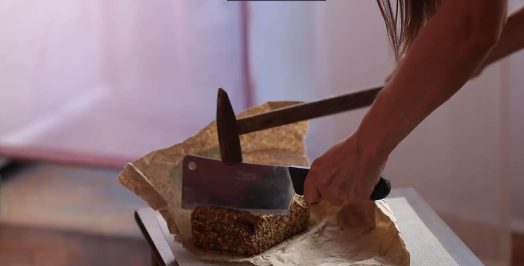Pokušaj sečenja hleba