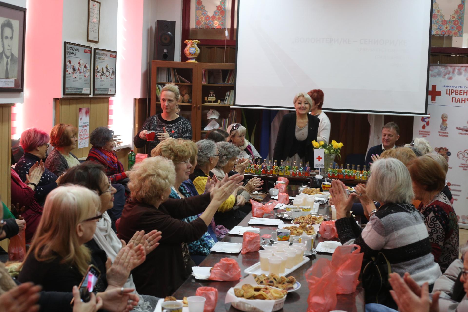 Crveni krst volonteri seniori