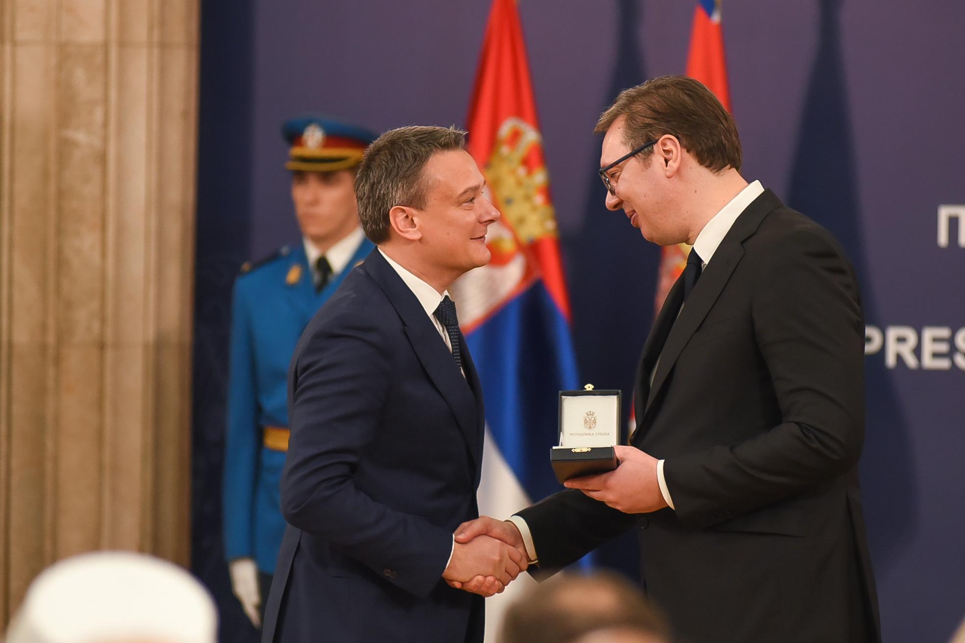 Milan Grujić prima orden