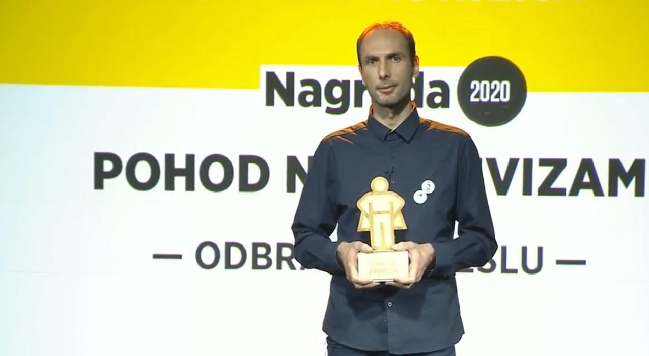 Dobrivoje Milosavljević prima nagradu