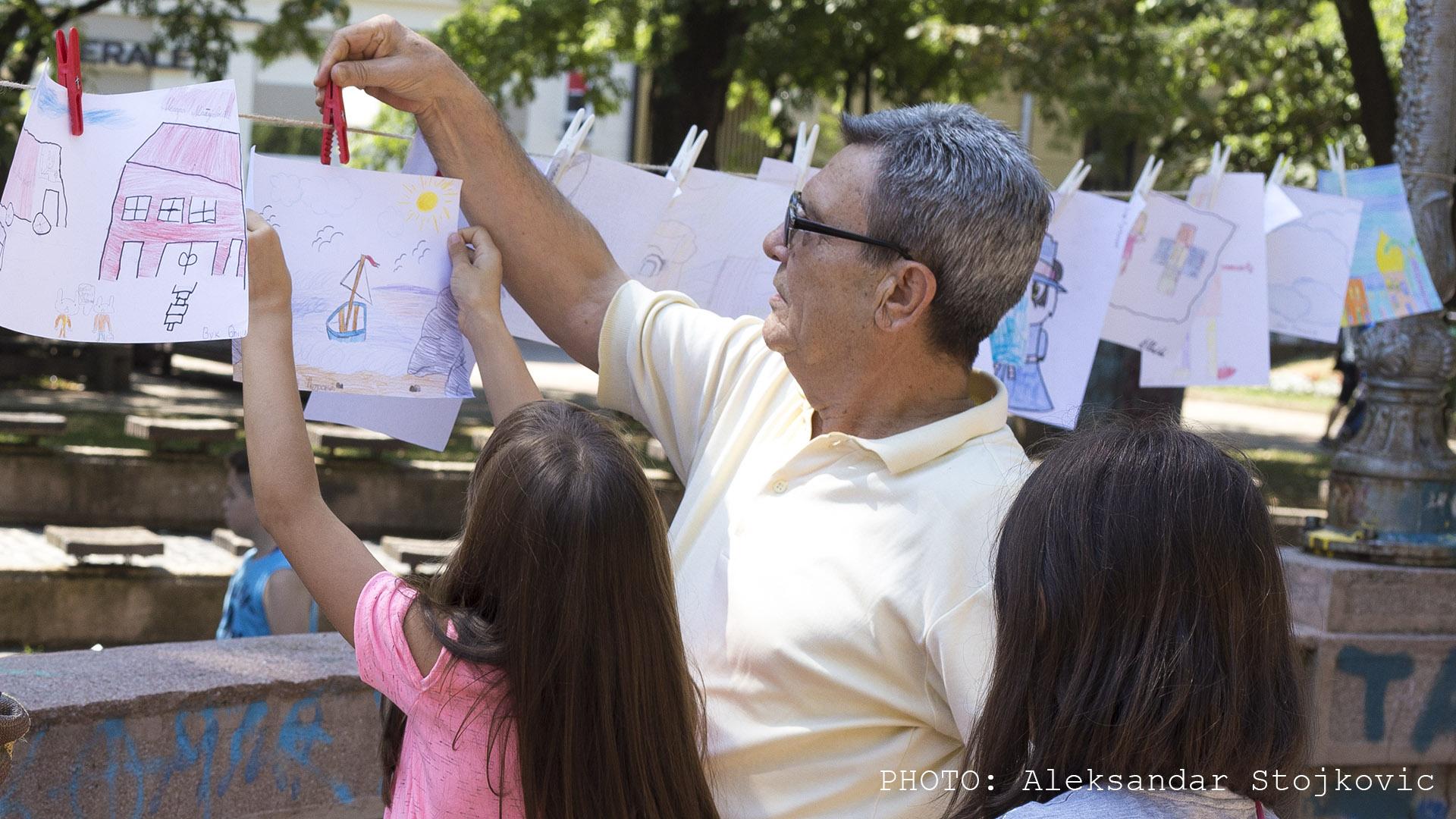 Sa humanitarne izložbe Letnje škole karikature Pančevo