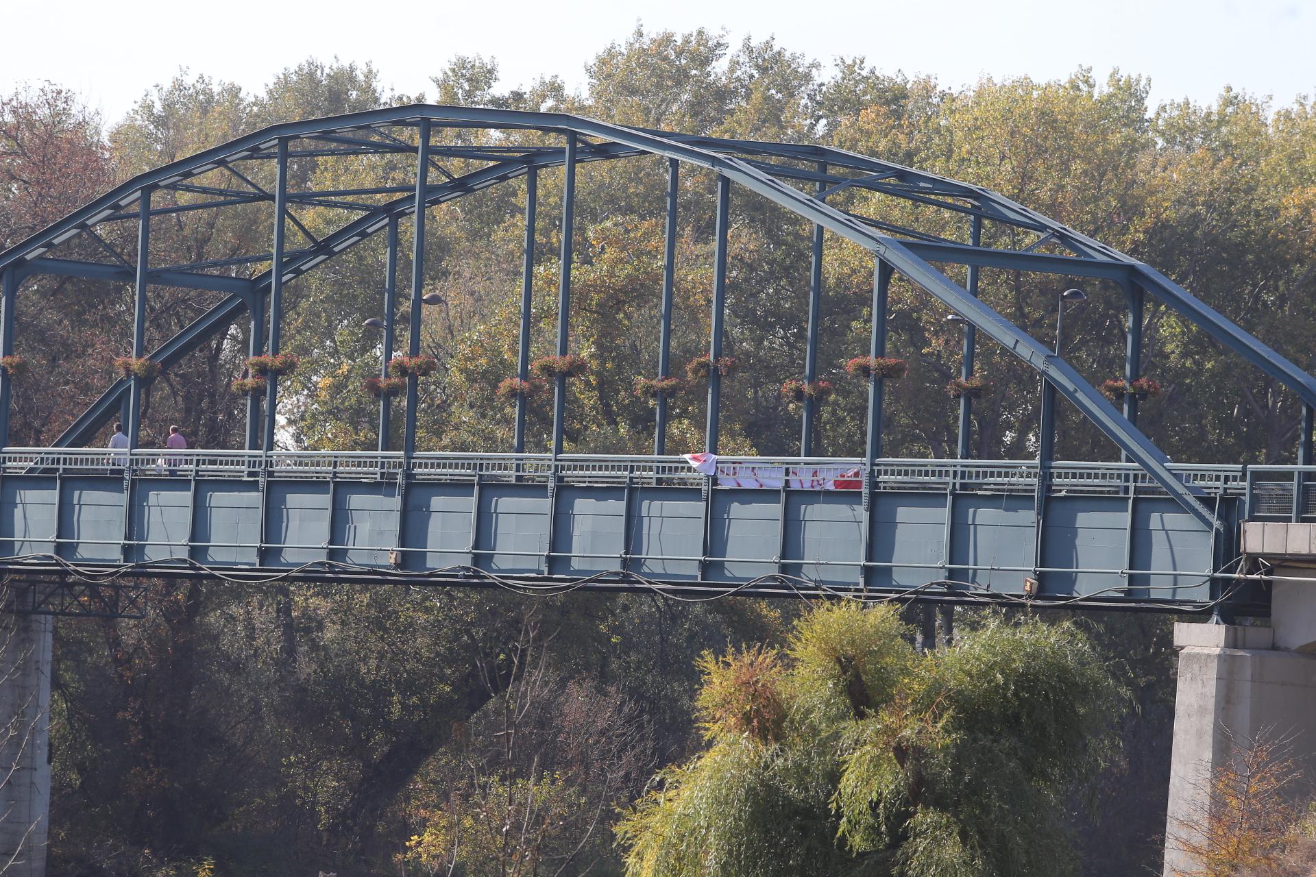 Transparent na mostu kasnije