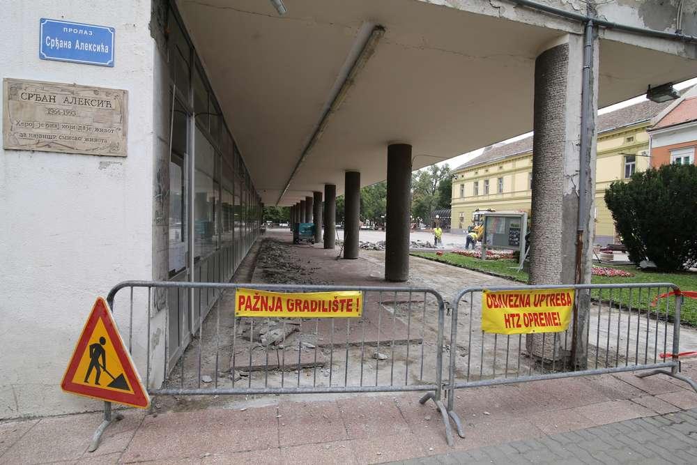 Pančevo, popločavanje ispred Gradske uprave