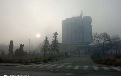 Hotel tamiš u magli