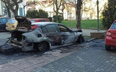 Izgoreo automobil na parkingu Gradske uprave Pančevo