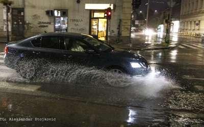 Automobil po kiši