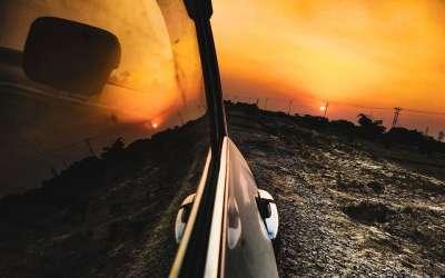Automobil na suncu