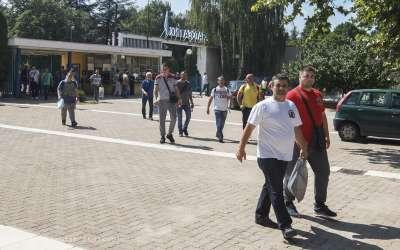 Radnici izlaze iz Azotare Pančevo