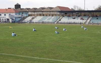 Dinamovci sede na travi