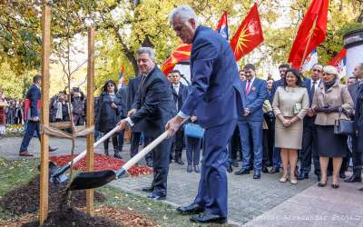 Nikolić i Ivanov sade drvo u Pančevo