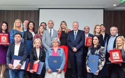 """Dobitnici priznanja za kvalitet usluga u ugostiteljskoj i turističkoj delatnosti – """"Kapija uspeha"""" i Plaketa za kvalitet usluga u 2018. godini."""