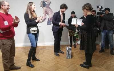 Lea Embeli proma Vučković nagradu