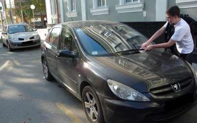 Postavljanje flajera na vozil