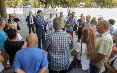 Aleksandar Stevanović u razgovoru sa bivšim radnicima ATP-a